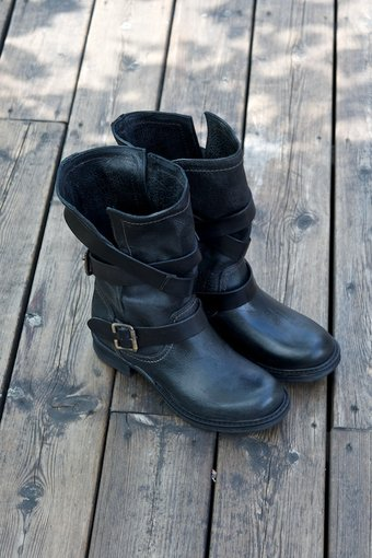 AMUST - Medium washed boots Black