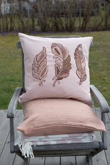 Cozy Living - Kudde Embroidered Feather Rose