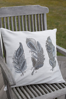 Cozy Living - Kudde Embroidered Feather Platin