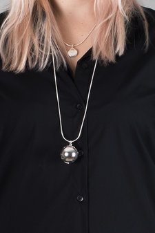 Ioaku - The Globe Necklace Silver