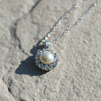 Lily and Rose - Sofia Pearl Necklace Creme
