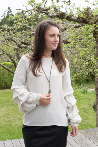 OOTD - Long sleeve blouse Awesome Beige