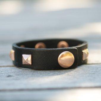 Frontrow - Small Pyramide Bracelet Napa Black Rose Gold