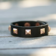 Frontrow - Small Pyramide Bracelet Napa Black Rose Gold