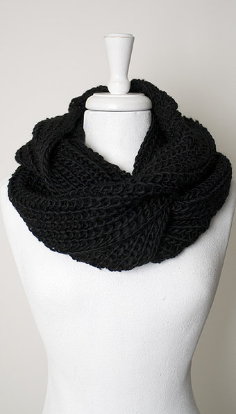 Maya - Scarf Heavy knitted tube Black