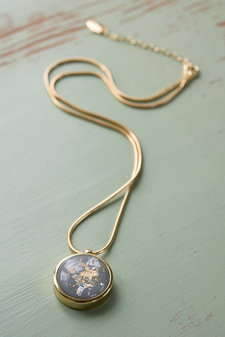 Ioaku -  Necklace The Equal World Amulet 75 Gold / Grey
