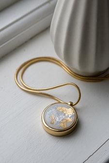 Ioaku -  Necklace The Equal World Amulet 75 Gold / White