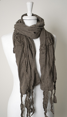 Maya - Scarf Frills and Flowers Taupe 50% REA